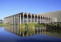 世界遺産:ブラジリア 設計: オスカー・ニーマイヤー( 1907年- ) 国籍: ブラジルの建築家  年代: 20世紀  ( Brazil  Brasilia )Itamaraty Palace, Brasilia.Architect: Gustav PeichlPhotographer: Galit Seligmann