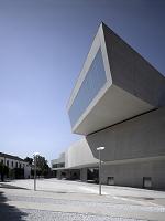 建築名: イタリア国立21世紀美術館  設計: ザハ・ハディド  建設: 2000年  カテゴリ: 美術館 公共施設  所在地: イタリア ローマ  Cantilevered gallery external view, the MAXXI, National Museum of 21st Century Arts, Rome.