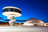 設計: オスカー・ニーマイヤー( 1907年- ) 国籍: ブラジルの建築家  年代: 20世紀  Oscar Niemeyer Cultural Center, Aviles, Asturias, Spain.