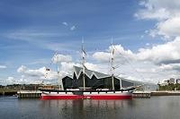 建築名: リバーサイド博物館  設計: ザハ・ハディド  建設: 2011年  カテゴリ: 美術館 公共施設  所在地: スコットランド グラスゴー   Photographer:Keith HunterDate:10/06/2011Country:United KingdomCaption:Riverside Museum, Glasgow. Museum of Travel and Transport.Architect:Zaha Hadid Architects