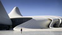 建築名: ヘイダル・アリエフ文化センター  設計: ザハ・ハディド  建設: 2013年  カテゴリ: コンサートホール 総合文化施設  所在地: アゼルバイジャン   Heydar Aliyev cultural center futuristic monument designed by the architect Zaha Hadid. Azerbaijan, Baku. Model Released.
