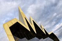 建築名: リバーサイド博物館  設計: ザハ・ハディド  建設: 2011年  カテゴリ: 美術館 公共施設  所在地: スコットランド グラスゴー   Europe, Scotland, Glasgow, Glasgow Riverside Museum Photo by Mark Sykes