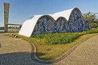 設計: オスカー・ニーマイヤー( 1907年-) 国籍: ブラジルの建築家  年代: 20世紀  Church of Sao Francisco de Assis, Pampulha, Brazil. 1943. Architect:  Oscar Niemeyer, Architect: Oscar Niemeyer