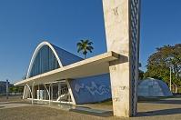 設計: オスカー・ニーマイヤー( 1907年- ) 国籍: ブラジルの建築家  年代: 20世紀  Church of Sao Francisco de Assis, Pampulha, Brazil. 1943. Architect:  Oscar Niemeyer, Architect: Oscar Niemeyer
