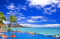 ハワイ シェラトンワイキキのプールとダイヤモンドヘッド
