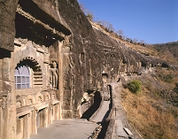 インド アジャンタ石窟群 第9窟