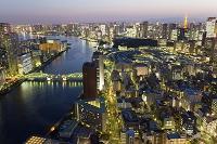 東京都 勝鬨橋と東京タワーと富士山の夜景