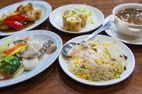 中華料理の食卓