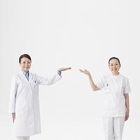手をあげる医者と看護師