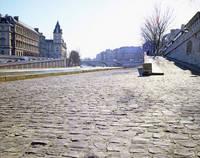 パリ セーヌ川岸の石畳