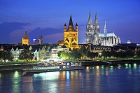 ドイツ ケルン大聖堂 ライン河沿いの家並み