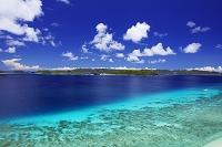 沖縄県 阿嘉島 ケラマブルーの海と慶良間諸島