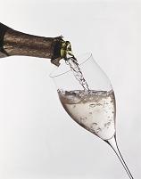 グラスに注がれるシャンパン