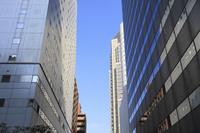 新宿のビルの隙間