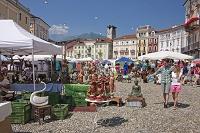 スイス ロカルノ グランデ広場の市場