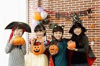 ハロウィンの仮装をした子どもたち