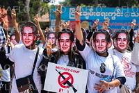 ミャンマー国軍のクーデターに抗議デモ