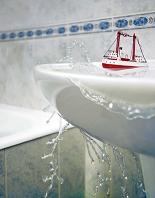 洗面台の水遊び