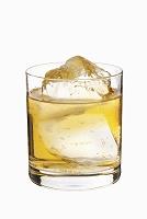 ロックグラスのウイスキー