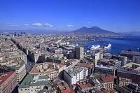 イタリア ナポリ 新市街とヴェスヴィオ火山