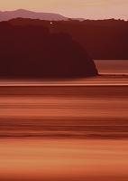 夕焼けに潮動く鳴門海峡