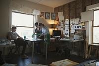 ホームオフィスで働くデザイナーたち