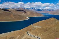 中国 チベット自治区 カンパラ峠よりヤムドク湖
