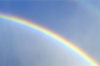 空に架かる虹