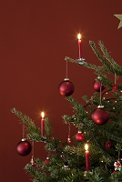 クリスマスキャンドルとオーナメント