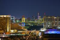 東京都 お台場 テレコムセンターの展望室から望むレインボーブ...