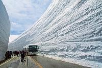 富山県 立山室堂 雪の大谷