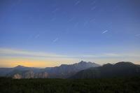 岐阜県 北アルプス三俣山荘より見る夜の槍ヶ岳と星空