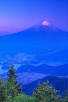 山梨県 新道峠からの夕景の富士山