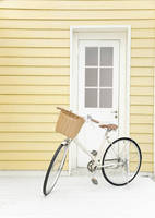 玄関の前にとまる自転車