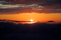 北海道 美幌峠より雲海に覆われた屈斜路湖の朝日