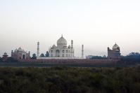 インド ヤムナ川対岸からタージ・マハル