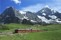 スイス アイガーとメンヒとユングフラウ鉄道とアイガー氷河