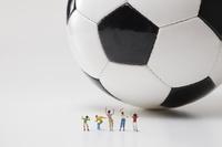 フィギュア サッカーを応援する観客