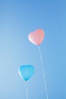 青空とハートの風船