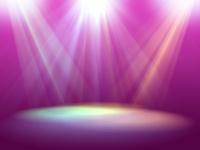 三つのスポット光線に照らされるピンク色ステージ