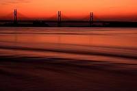 朝焼けの瀬戸内海と瀬戸大橋