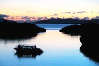 沖縄県 川平湾の朝焼け