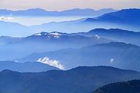 長野県 乗鞍岳から朝の山並み