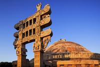 インド サーンチー 東トラナ(門)と第1ストゥーパ 朝陽