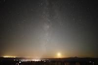 北海道 街の灯りと天の川