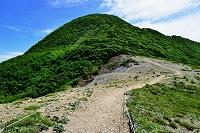 北海道 夕張市 夕張岳 吹き通しから山頂望む