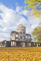 広島県 秋晴れの下の原爆ドーム