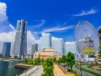 神奈川県 みなとみらい ランドマークタワーとコスモクロック21