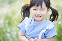 笑顔を浮かべた日本人の女の子