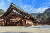島根県 朝の拝殿と御本殿 出雲大社